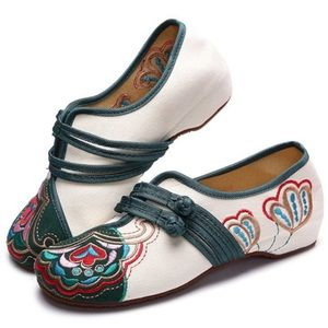 Vintage Chinese Embroidered Flower Buckle Loafers